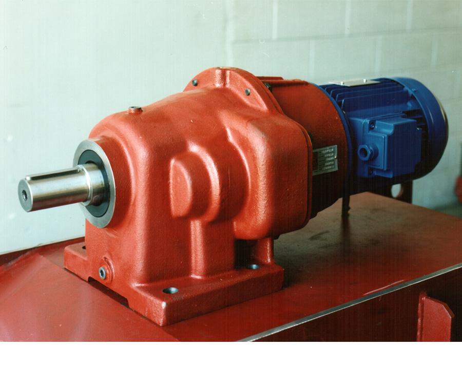 Riduttore-di-comando-taglierina-ribobinatrice-per-film-in-alluminio