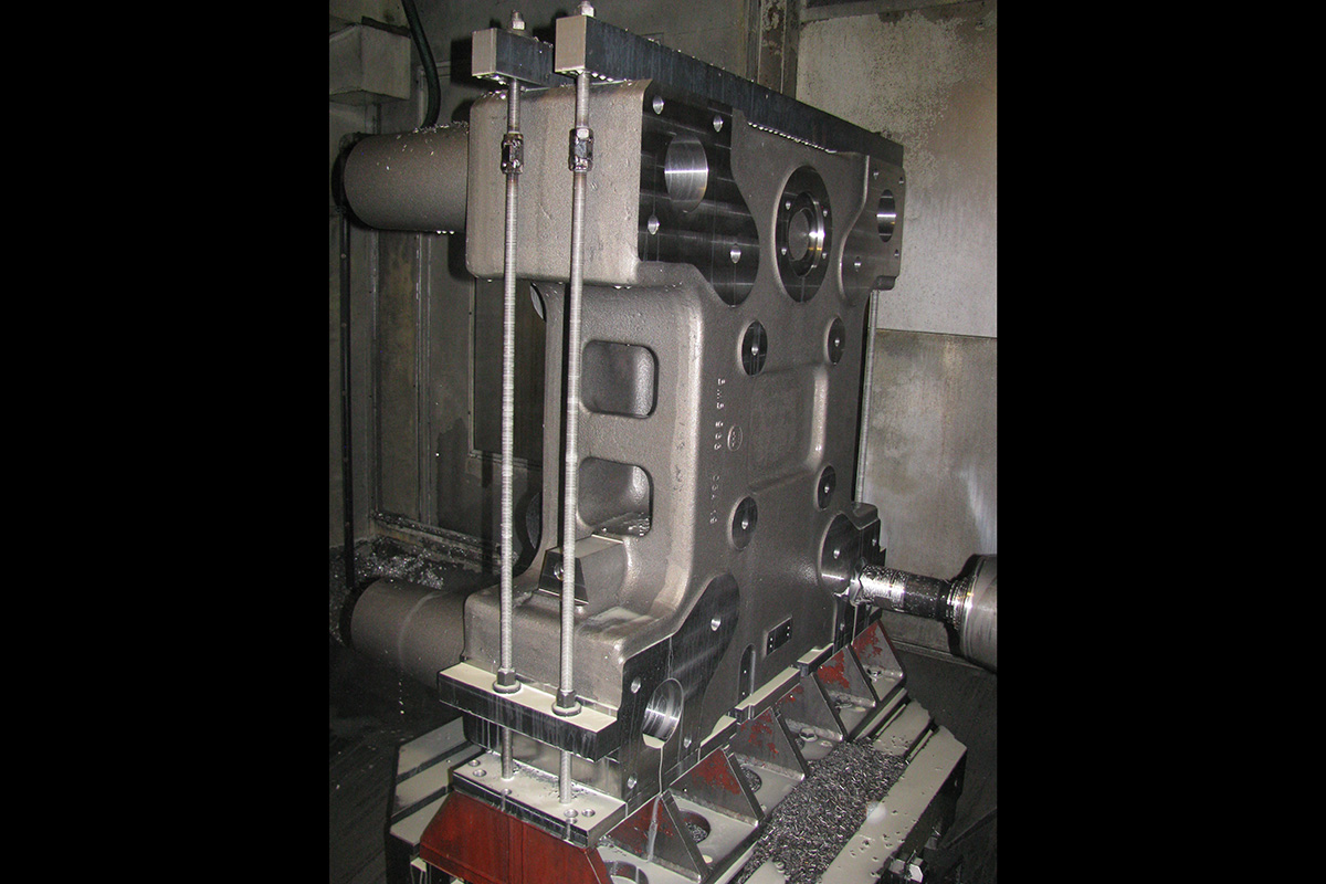 mechanical-machining-of-a-reaction-head-of-injection-molding-presses